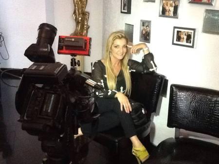 Claudia Chavero acceso a su fanpage